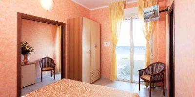Hotel Caesar Cesenatico prima linea sul mare + Servizi inclusi