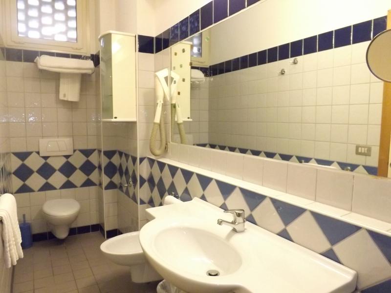 Hotel caesar cesenatico in prima linea sul mare per famiglie e